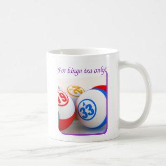 ビンゴの常習者の白いマグ コーヒーマグカップ
