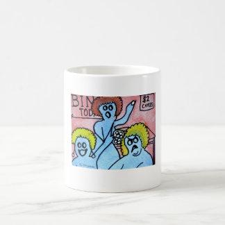 ビンゴを遊んでいる3人の幽霊 コーヒーマグカップ