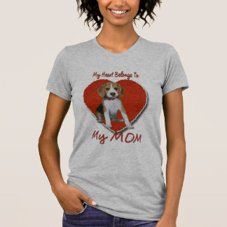 ビーグル犬のハートはカスタマイズお母さんに-属します Tシャツ