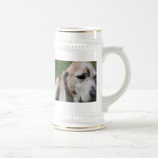 ビーグル犬のポートレート ビールジョッキ