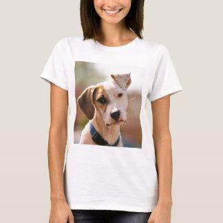 ビーグル犬の子犬 Tシャツ