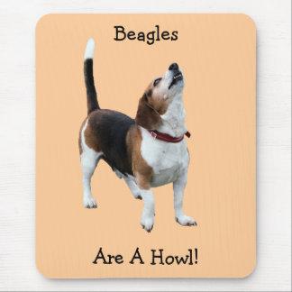 ビーグル犬は喚き声のおもしろい犬のマウスパッドです マウスパッド
