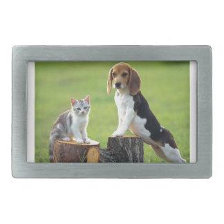 ビーグル犬犬および灰色の虎猫の子ネコ 長方形ベルトバックル