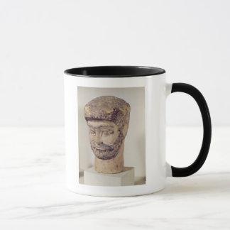 ビーズの人の頭部、紀元前のc.1800 マグカップ