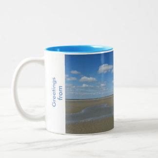 ビーチおよびカモメのデザインのマグ ツートーンマグカップ