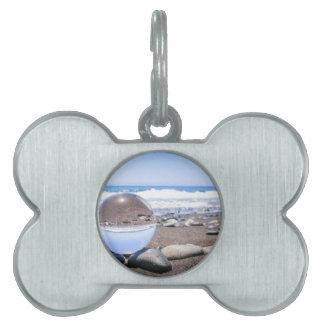 ビーチおよび海岸の石のガラス球 ペットネームタグ