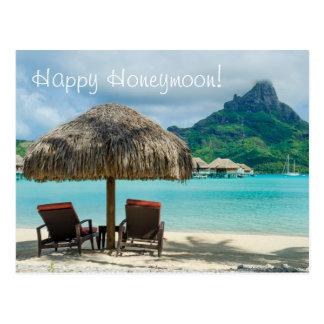 ビーチおよび2 sunloungersの新婚旅行の願いカード ポストカード
