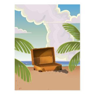 ビーチで開いたスーツケース ポストカード