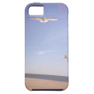 ビーチで飛んでいるカモメの夢みるようなイメージ iPhone SE/5/5s ケース