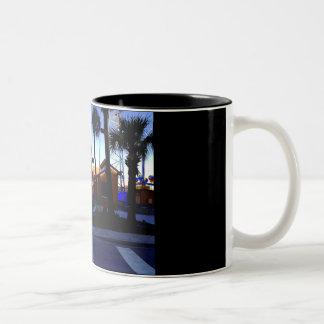 ビーチによるコーヒー ツートーンマグカップ