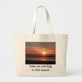 ビーチに妻を持って行って下さい。 オレンジ日没 ラージトートバッグ