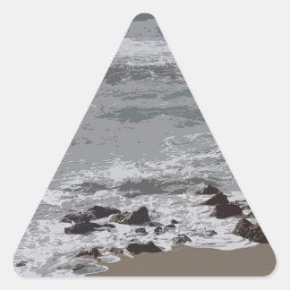 ビーチに衝突する波 三角形シール