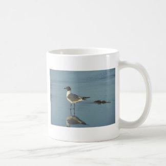 ビーチのカモメ コーヒーマグカップ