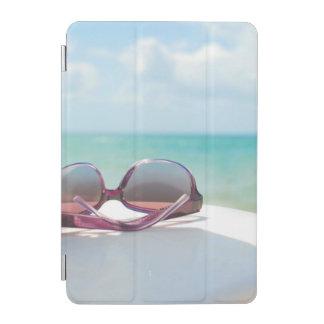 ビーチのサングラス iPad MINIカバー