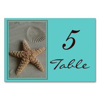 ビーチのテーマの結婚式のテーブルはカードに番号を付けます カード