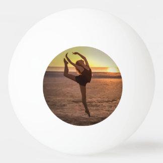 ビーチのバレエ 卓球ボール