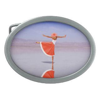 ビーチのバレリーナの踊り 卵形バックル