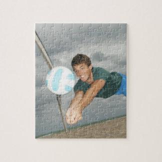 ビーチのバレーボールを遊んでいる人 ジグソーパズル
