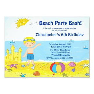 ビーチのパーティーの男の子の水泳の誕生日の招待状 カード