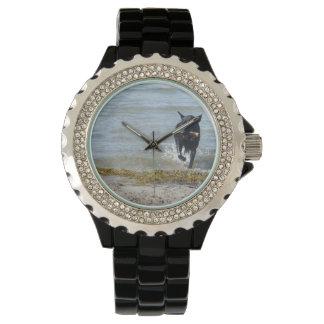 ビーチのラッカー黒いジャーマン・シェパード 腕時計