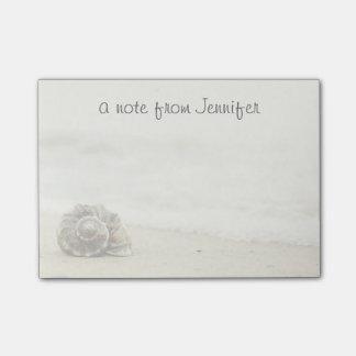 ビーチの単独で貝殻 ポストイット