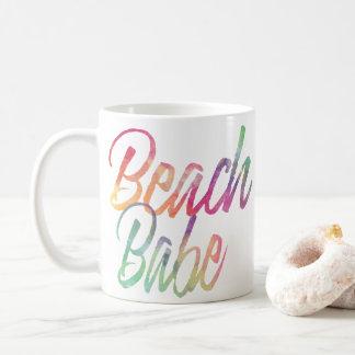 ビーチの可愛い人の虹の原稿 コーヒーマグカップ