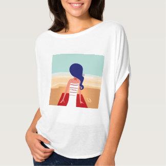 ビーチの女の子が付いているデザイナー女性Tシャツ Tシャツ