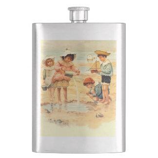 ビーチの子供のヴィンテージのビクトリア時代の人の砂 フラスク