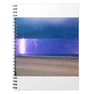 ビーチの嵐は見るために美しいです ノートブック