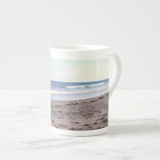 ビーチの平静 ボーンチャイナカップ