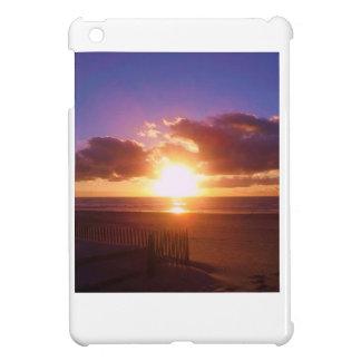ビーチの日の出のipadの場合 iPad miniカバー