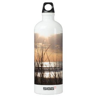 ビーチの日の出 ウォーターボトル
