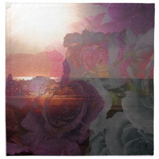 ビーチの日光およびバラ ナプキンクロス