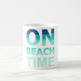 ビーチの時間タイポグラフィのマグ コーヒーマグカップ
