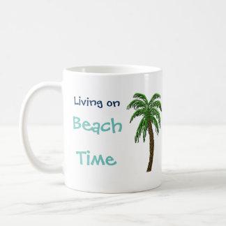 ビーチの時間ヤシの木のカスタムな文字のマグの生存 コーヒーマグカップ