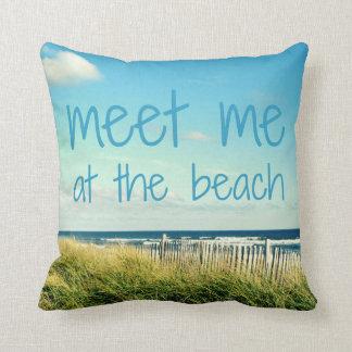 ビーチの枕で私に会って下さい クッション