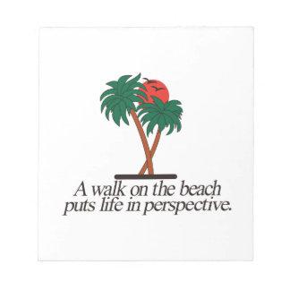 ビーチの歩行 ノートパッド