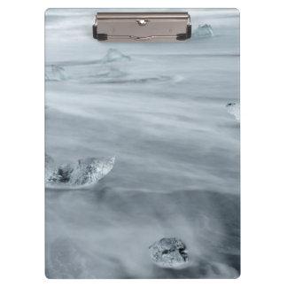 ビーチの氷そして水、アイスランド クリップボード