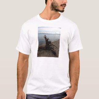 ビーチの流木 Tシャツ