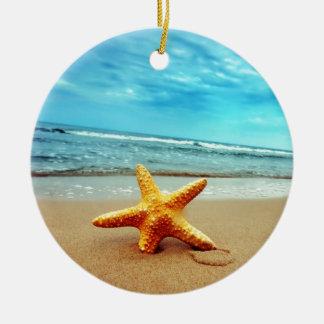 ビーチの海星、青空、海 セラミックオーナメント