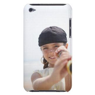 ビーチの海賊として服を着る小さな女の子 Case-Mate iPod TOUCH ケース