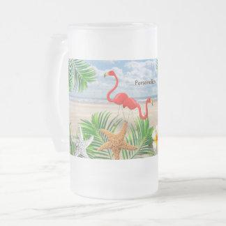ビーチの熱帯フラミンゴの鳥 フロストグラスビールジョッキ