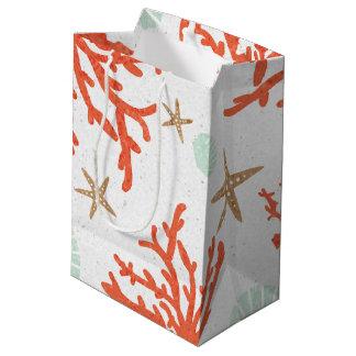 ビーチの珊瑚礁の海の貝及びヒトデのギフトバッグ ミディアムペーパーバッグ