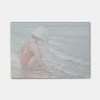 ビーチの白い帽子を持つ小さな女の子 ポストイット