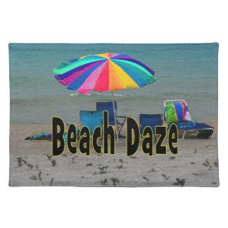 ビーチの眩惑の多彩な傘のビーチのオーシャンビュー ランチョンマット