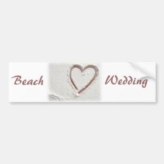 ビーチの砂のハートの結婚 バンパーステッカー