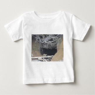 ビーチの砂の洞窟 ベビーTシャツ