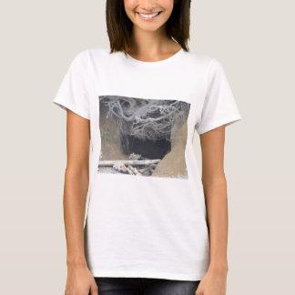 ビーチの砂の洞窟 Tシャツ