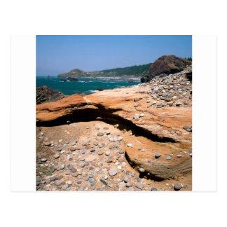 ビーチの砂岩腐食のカワウソの路傍 ポストカード