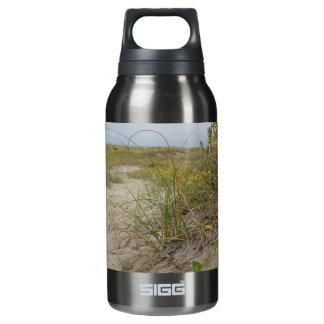 ビーチの秋の野生の花 断熱ウォーターボトル